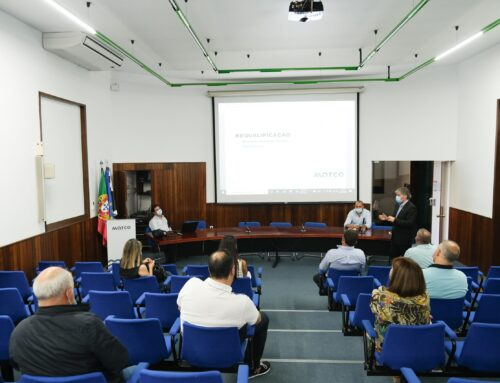Moradores e comerciantes da Av. Avelino Ferreira Torres agradados com a proposta de requalificação apresentada pela Câmara Municipal